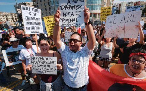 Nueva Ley de Inmigración Revive el Debate Sobre la Ciudadanía